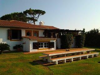 Spacious house with sea view & Wifi