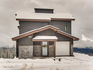 Large Standalone Chalet incredible views and a real wood fire sleeps 12