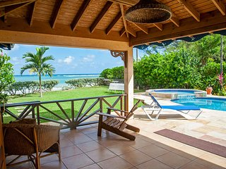 Baywatch Villa: Group Getaway on Sandy White Beach