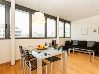 Enjoy panoramic city views from this modern suite. Downtown city centre location