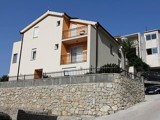 Cozy apartment close to the center of Brela with Parking, Internet, Air conditio