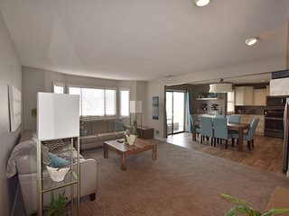 Walk-In Unit*  Relaxing Pool View from Screened In deck/2 Bed/2 Bath Slps 6