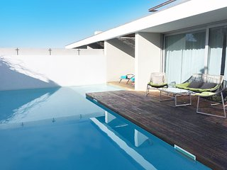 Villa Roxy. A Modern Villa with stunning Pool. Close to Meco Beach. Sleeps 6