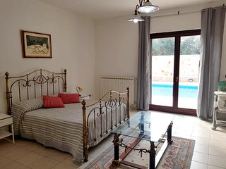 Spacious villa in Trani with Parking, Internet, Air conditioning, Pool