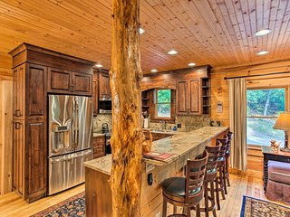 'Peaceful Getaway' Penrose Cabin w/Hot Tub & Pond!