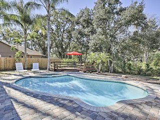 Pet-Friendly Home w/ Fire Pit -  10 Mins to Gulf!