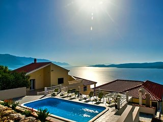 VILLA MASLINA - with private 32m2Pool, panoramic views on 100km coastline, 12pax