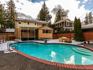 South Granville Luxurious 6BR Home w/Pool! Central to DT & YVR