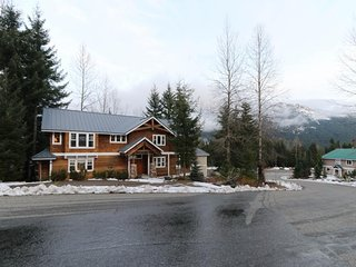 NEW LISTING! Family friendly home with gym - near ski slopes & more!
