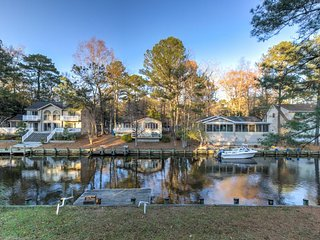 NEW LISTING! Family-friendly home on canal w/entertainment, dock & free WiFi