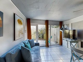 NEW LISTING! Updated condo w/ shared pool - close to beach and attractions