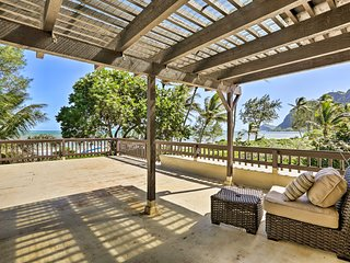 Beachfront Waimanalo Home w/ Pergola & Ocean Views