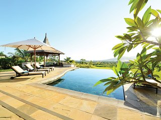 Spacious Villa + PRIVATE INFINITY POOL | Walk to White Sand Beach