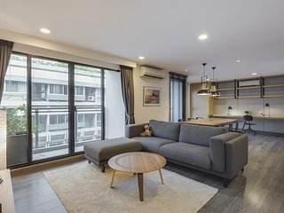 Spacious 82sqm one bedroom in Sukhumvit 23 , walk to BTS Asoke!
