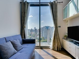 Modern 2-Bed duplex w/ Balcony in Ceil by Sansiri Condo