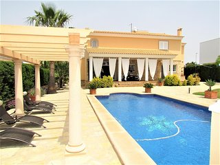 VILLA CALA. Villa in Sa Torre by the sea and near golf for 8 people- 4 bedrooms.