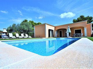 VILLA MONICA- Stone-lined house in Cala Pi, Satellite TV, Private Pool and Barbe
