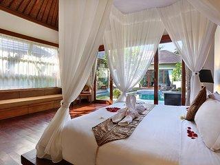 2 Bedroom Villa with Private Pool - Breakfast#TheKUV