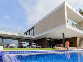 LUXURY VILLA WITH SWIMMING POOL ref LUCIA
