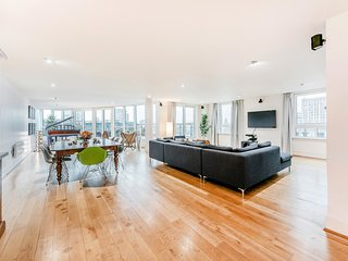 STUNNING THAMES-VIEW DESIGNER PENTHOUSE w/HUGE TERRACE! CENTRAL QUIET LIFT