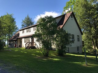 Five Bedroom Secluded Ski House Located Two Miles From Downtown Manchester