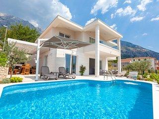 4 bedroom Villa in Veliko Brdo, Splitsko-Dalmatinska Županija, Croatia : ref 569