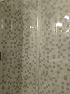 baño completo con plato de ducha y mampara corredera de 1,80