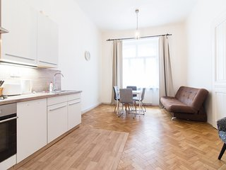 Large Apartment ideal for Groups or Famillies by easyBNB