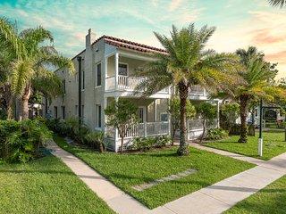 Las Casitas - Verde Suite - Walk to Downtown!