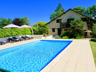 Luxury family friendly villa, heated pool, 20 minutes Bergerac, Vigiers golf 4m