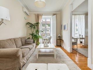 Ravishing 5 bedroom flat with high ceilings