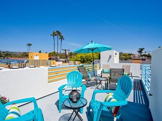 NEW LISTING! Beach condo w/rooftop patio, near Trestles & San Onofre surf spots!