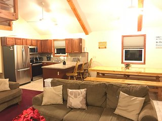 Poconos, Lake Beach, Sauna, Pool Table, Fireplace, Ski