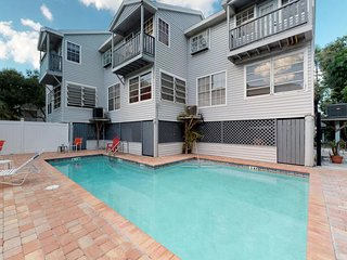 Cozy beach condo w/ a full kitchen & shared pool - a couple blocks from the sand