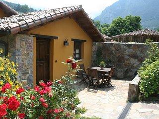 Casa rural con Jacuzzi Valle de Bueida -El Palacio
