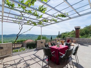 Villa Vino Vecchio- Five Bedroom Villa with Two Terraces and Swimming Pool