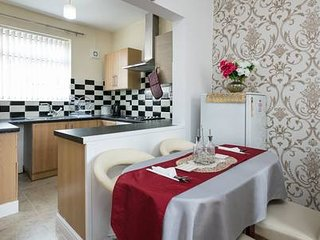 3 BEDROOMS HOLIDAY HOUSE NEAR MANCHESTER CITY STADIUM - Family & Friends