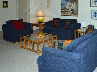 Cozy Clearwater Beach condo w/ a furnished lanai & a shared, heated pool