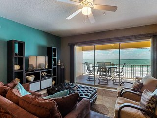 NEW LISTING! Top-floor condo w/breathtaking Gulf view, shared pool, nearby beach