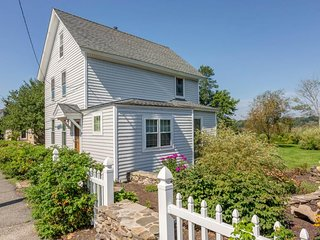Classic Maine cottage w/ private deck, large yard & grill - 1/2 block to beach!