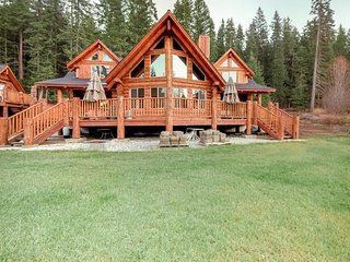 NEW LISTING! Luxury log home & carriage house w/fireplace & deck