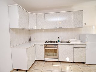 Cozy apartment very close to the centre of Orebić with Parking, Internet, Air co