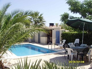 Spacious villa in the center of Les Tres Cales with Parking, Internet, Washing m