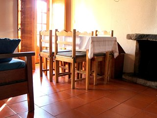 Cozy apartment in the center of Sabugueiro with Parking, Internet, Washing machi