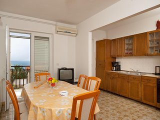 Spacious apartment close to the center of Podstrana with Parking, Internet, Air