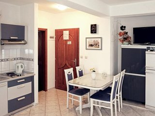 Cozy apartment in Sibenik with Parking, Internet, Air conditioning, Balcony