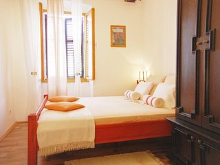 Cozy apartment very close to the centre of Pula with Internet, Washing machine,