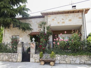 Spacious house in Cubilla with Parking, Washing machine, Garden, Terrace