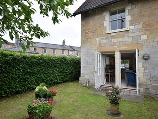 61926 Cottage situated in Bath
