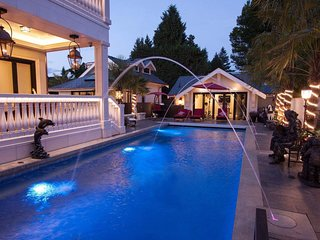 ☆Luxury Getaway☆ South Granville- Central to YVR Airport, Downtown